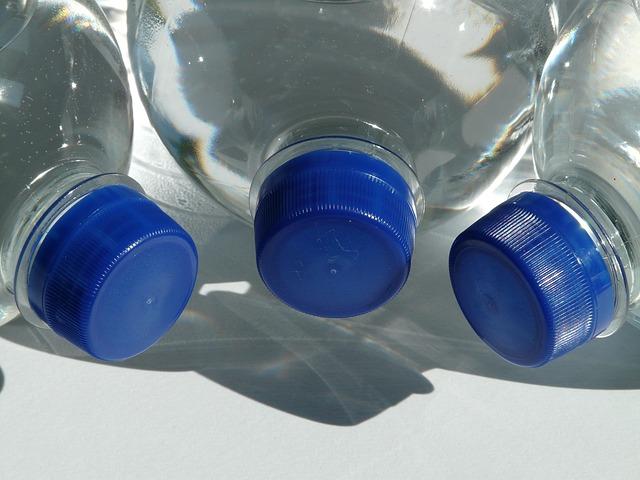 láhve s vodou