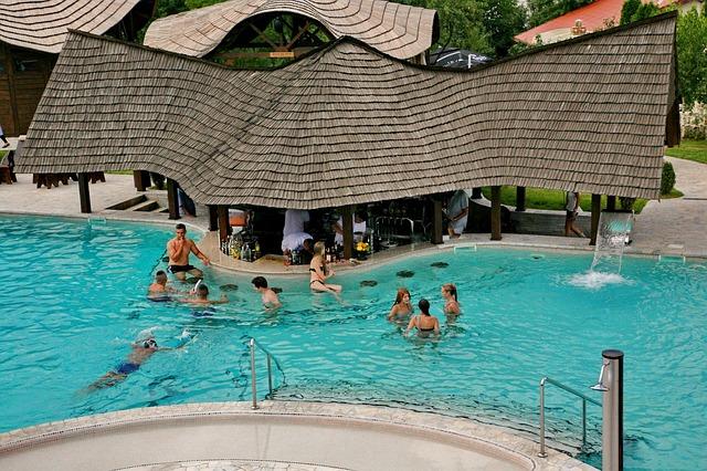 bar v bazénu