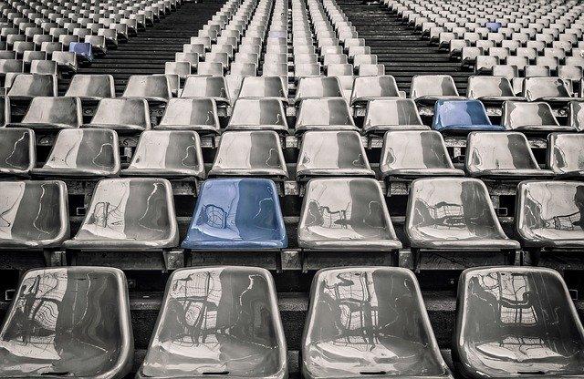 klasické plastové židle